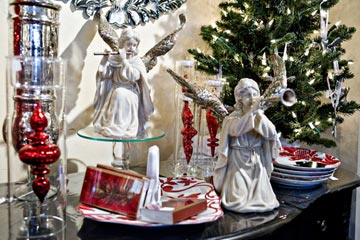 Hark The Herald Angels Sing!<br>Deanna Muth's great sense of style makes The Pear Tree an irresistible shopping adventure.