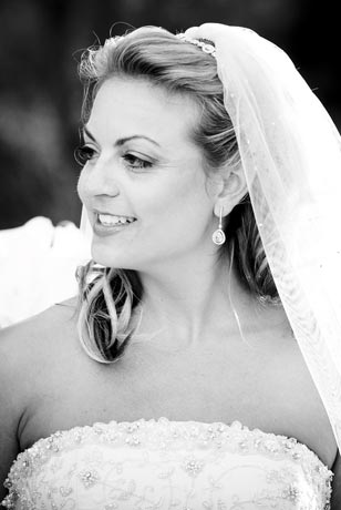 Blushing bride Vicki Pettinaro at her spring 2008 wedding