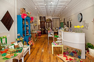 The Little Apple is a marvelous retail start-up in Manayunk where you'll find new, vintage and repurposed home goods, unique gifts and cards.