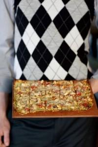 Pesto Caprese Flatbread with tomatoes, mozzarella and basil pesto
