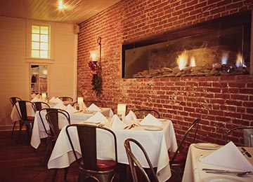 The Gables will be open Christmas Eve and New Year's Eve this season and makes for the most perfect spot for you and your signature other to soak in the cozy, and completely romantic, atmosphere!