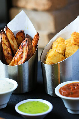 Roasted Idaho Potato Wedges with truffle dipping sauce and Tamale Tots with tomato-poblano mole. Two highlights from Seasons 52's new lunch offerings!