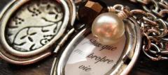 Etsy Phavorite: Fallen Hearts, 'Twilight'-Inspired Jewelry